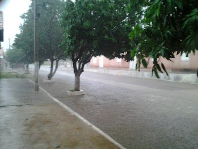 Chuva é registrada na cidade mais verde do Estado e pode continuar durante a semana.