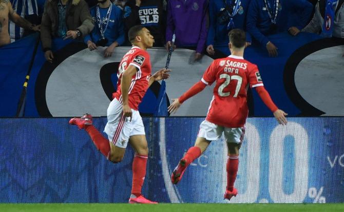 Vinícius marcou a dobrar para o Benfica