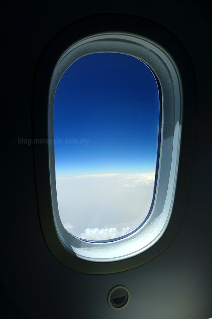 Large Dreamliner Windows Qatar Airways