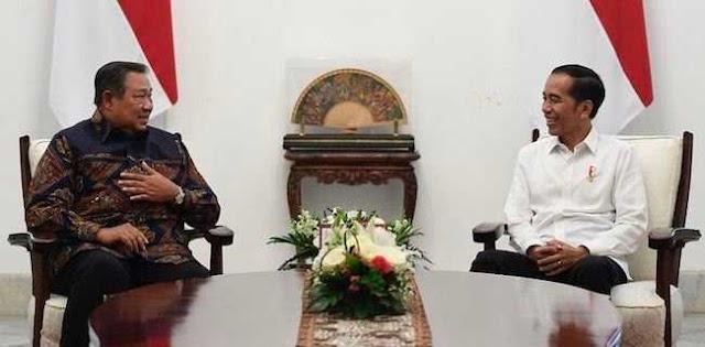 Iwan Sumule: Jokowi Meletakkan Madu Di Hidung SBY