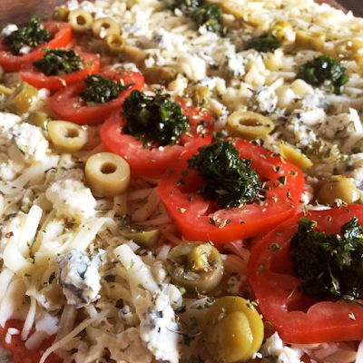 Tomates al Roquefort - Salsa, Muzarella, Tomates frescos, Queso roquefort, Provenzal y Aceitunas - 60.000