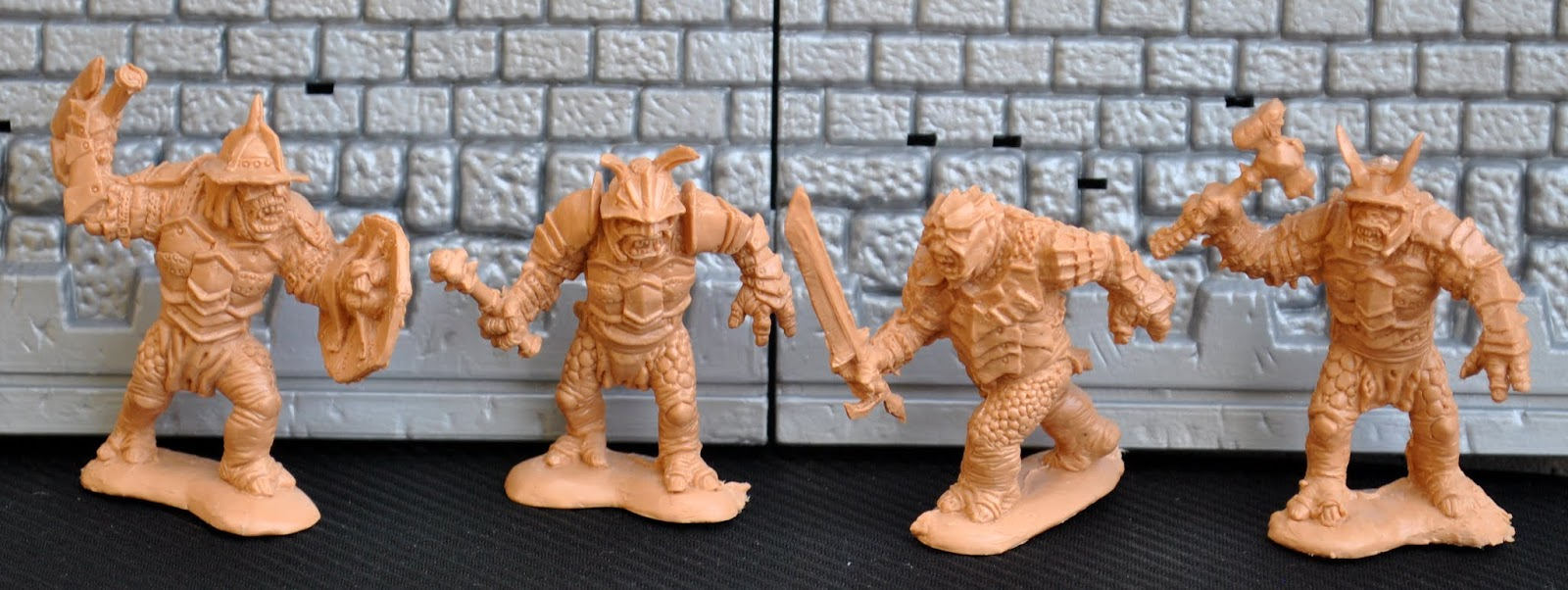 Fantasy Toy Soldiers: DARK ALLIANCE: War Trolls.