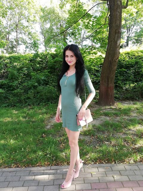 Sinsay miętowa sukienka typu bodycon