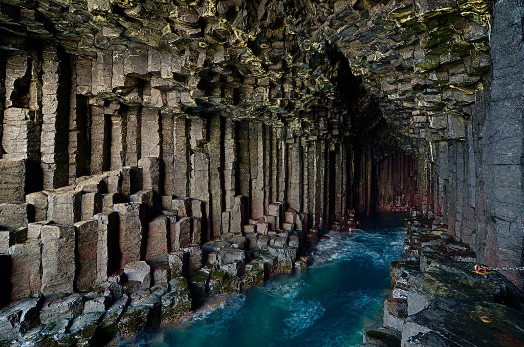 gezilecek fantastik yerler fingal mağarası