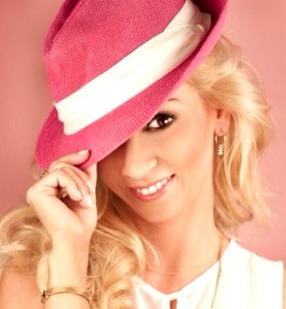 Foto de Belén Estévez con sombrero