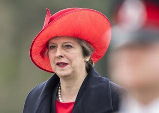 """La primera ministra británica lo anunció en una conferencia de prensa  donde aseguró """"es la única manera de garantizar estabilidad y seguridad para los próximos años"""""""