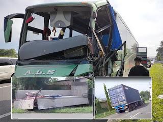 Bus ALS dan 2 Truk Tabrakan Beruntun di Tol Tanjungmorawa, 2 Orang Luka