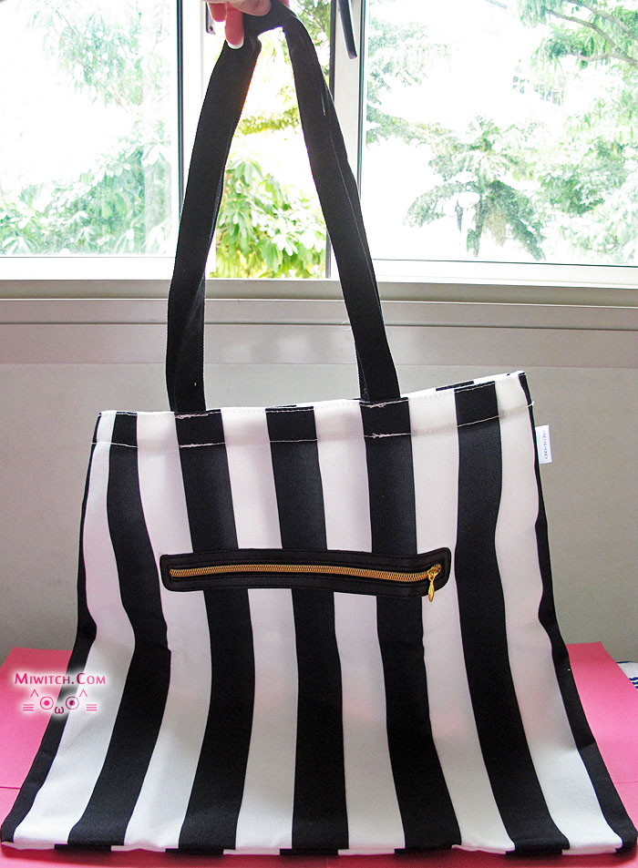 5ad3b9d09 ... Vivi magazines shows celebrities wearing black-white stripes coats,  skirts, blouses, tees, pants, leggings, etc etc and not forgetting bags  too! ▣▣▣
