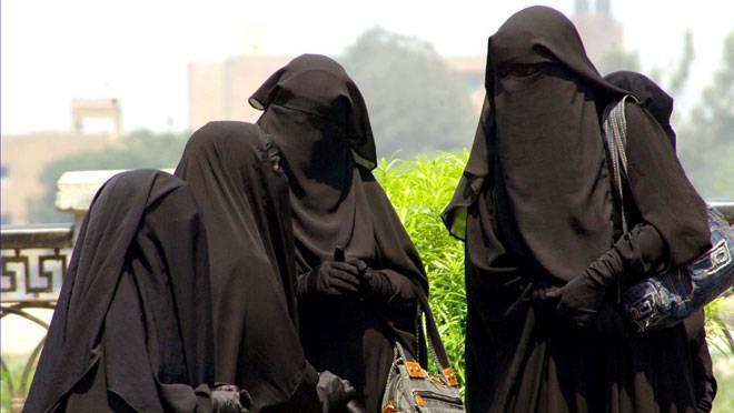 Le port du niqab officiellement interdit dans les établissements scolaires