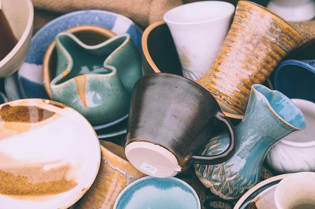 Ketahui Cara Membersihkan Peralatan Masak Dari Keramik Dengan 2 Trik Ini