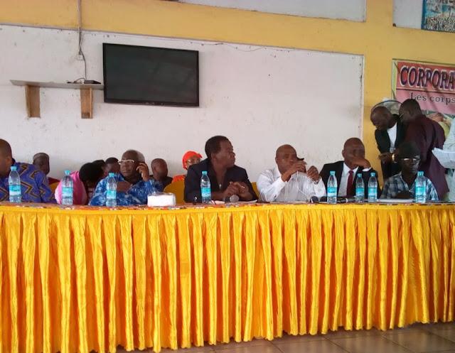 Guinée : Politique, Assemblée générale du parti au pouvoir,  la section caillou et la section coupeur de route adhèrent le  RPG Arc-en-ciel