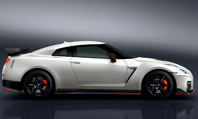 2017 Nissan GT-R NISMO White Side Wallpaper
