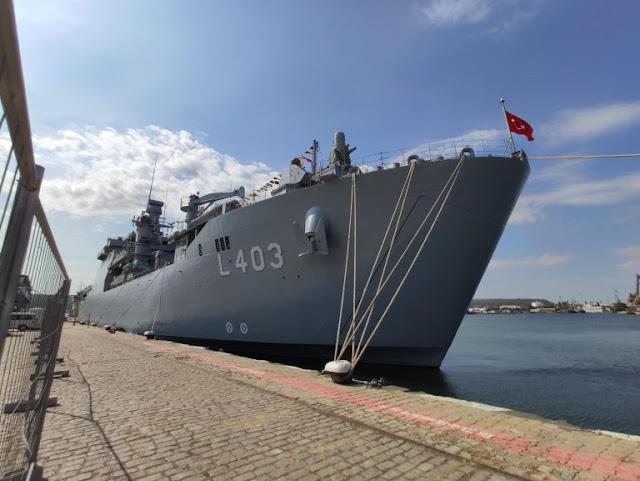 Голям турски военен кораб акустира във Варна