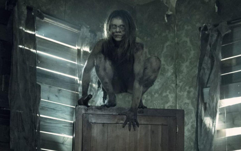 Una de las criaturas que ataca a Connie en el 11x06 de The Walking Dead
