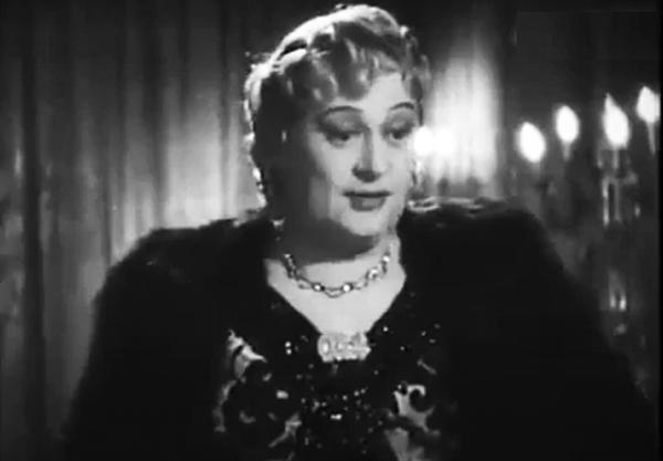 Nándor Bihary femulating in the 1943 Hungarian film Csalódás.