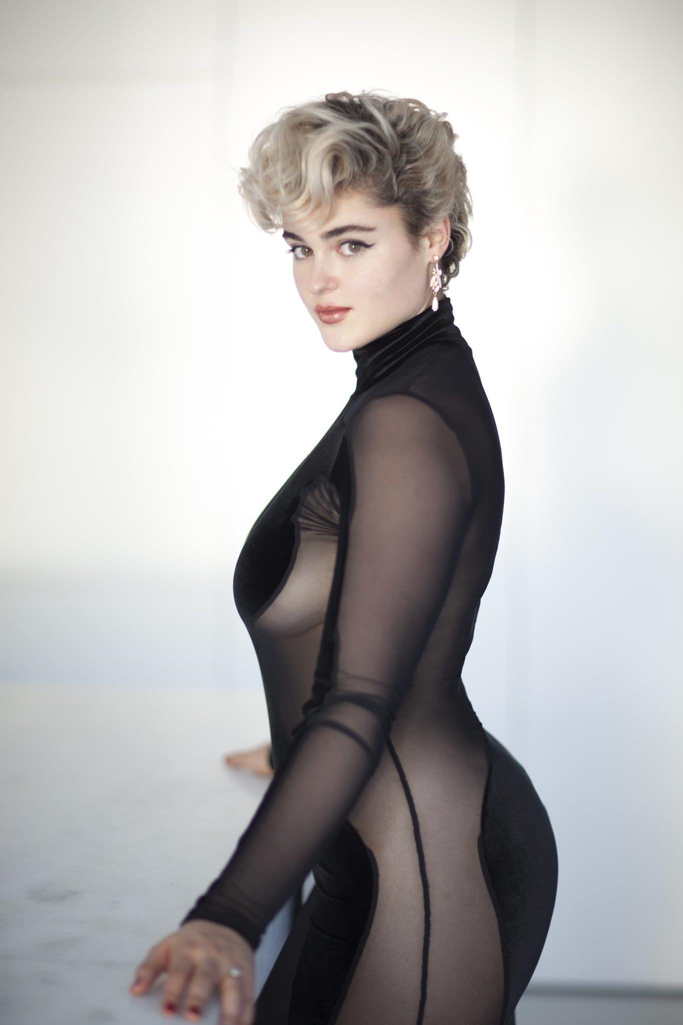 ستيفانيا فيراريو عارضة أزياء من أستراليا يعشقها جميع رجال اوروبا