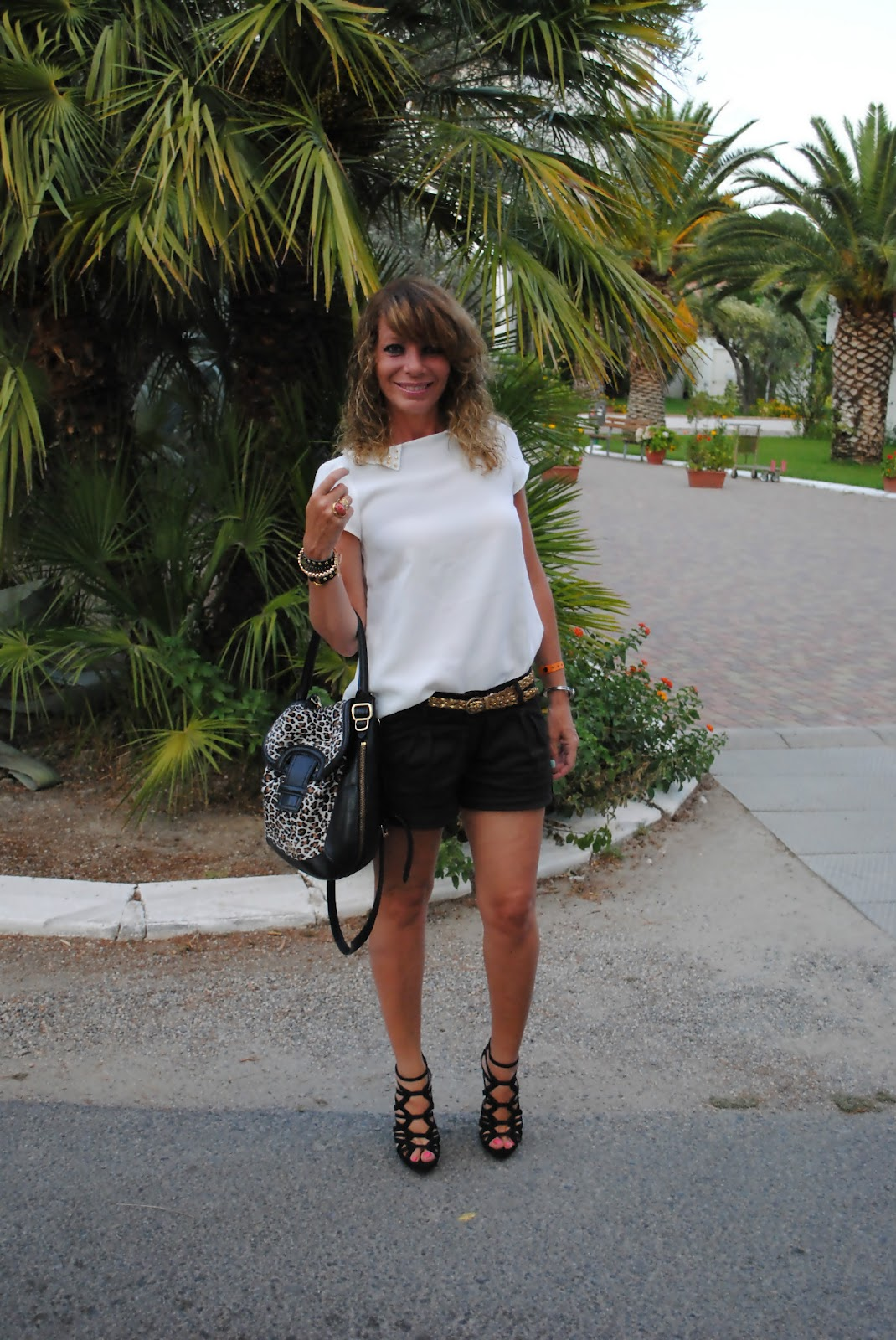 Postcards from Calabria: white and black outft | Don't Call