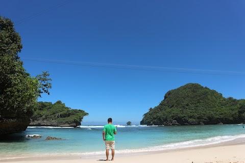 Eksotika Pantai Bukit Teluk Asmara Malang