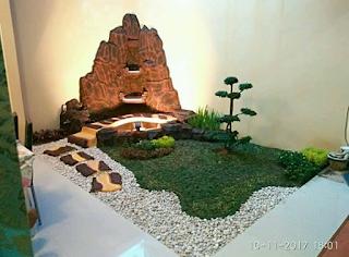 Taman minimalis dengan dekorasi tebing