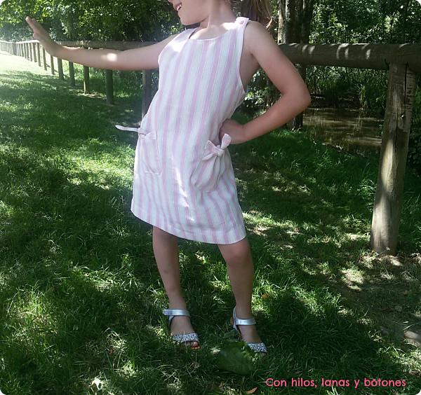 Con hilos, lanas y botones: vestido de verano para niña con bolsillos (Burda Kids)