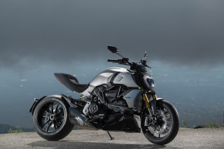 DUCATI_DIAVEL S_ACTION