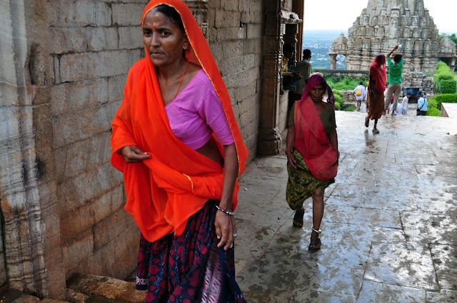 chittorgarh fort life rajasthan town heritage woman temple