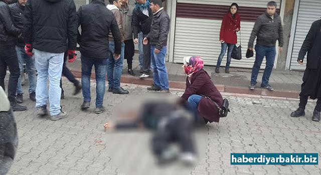 DİYARBAKIR-Diyarbakır'ın Ergani ilçesinde dün bir motosikletin çarptığı ve ağır yaralı olarak hastaneye kaldırılan Mehmet Hacı Türk (34) isimli vatandaş hayatını kaybetti.