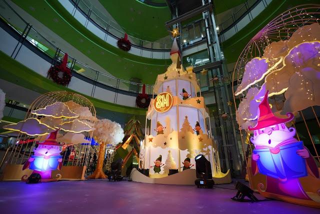 SM City Sucat's A Magical Christmas Tale centerpiece