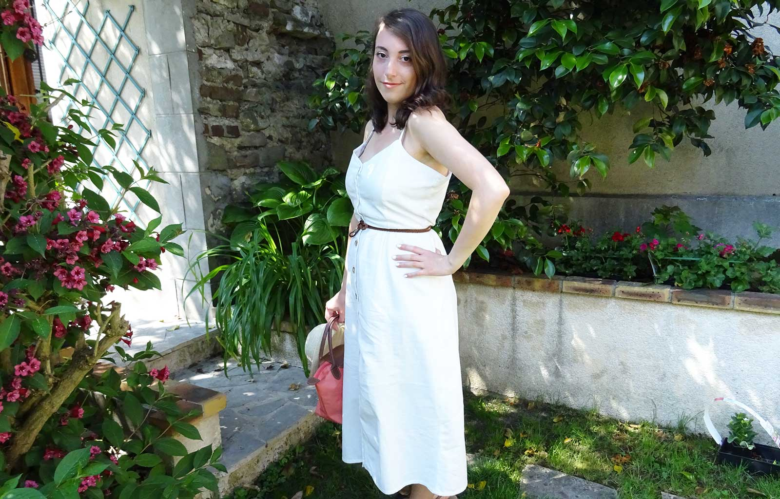 Look robe blanche longue boutons Bizzbee