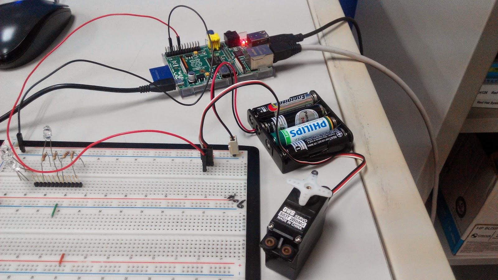 PM Linux 好好玩實驗室: Raspberry Pi GPIO (三) 控制伺服馬達