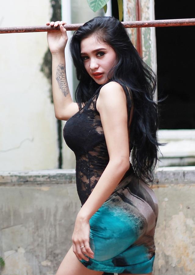 Foto Terbaru Artis pemain FTV Cewek IGO peremupan Cantik Bibie Julius Aka Nadia Ervina baju biru