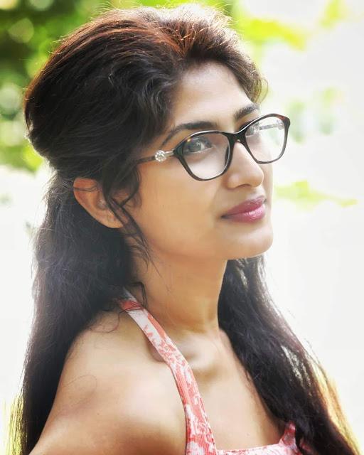 Tamil Actress Roshni Prakash Latest Instagram Pics Navel Queens