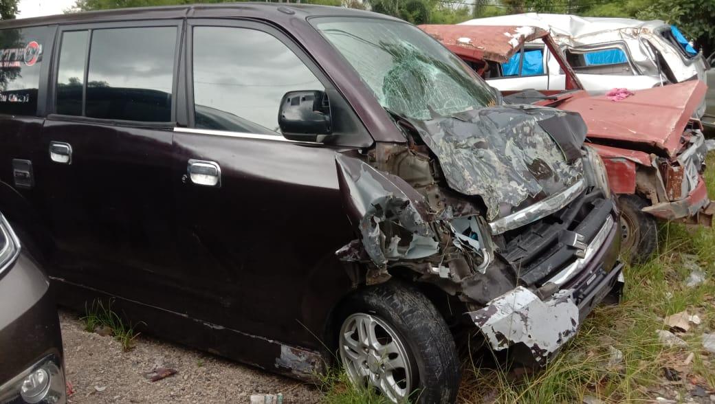 Kecelakaan Travel Padang VS Truck di Kayutanam ,Tidak Ada Korban Jiwa Dari Kejadian Tersebut