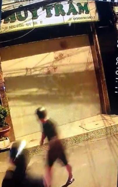 Quán karaoke liên tục bị 'khủng bố' bằng sơn