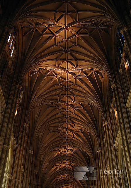 Sklepienie w Katedrze w Canterbury - Katedra w Canterbury - widok w środku - nawa główna