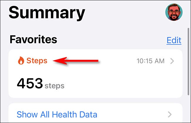 """في تطبيق Health ، انقر على """"الخطوات""""."""