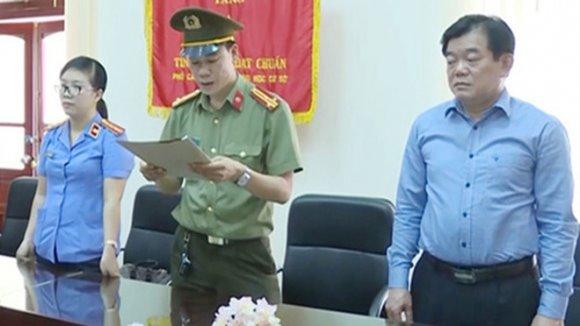 """Giám đốc Sở GD-ĐT Sơn La hết đường """"hạ cánh an toàn"""""""