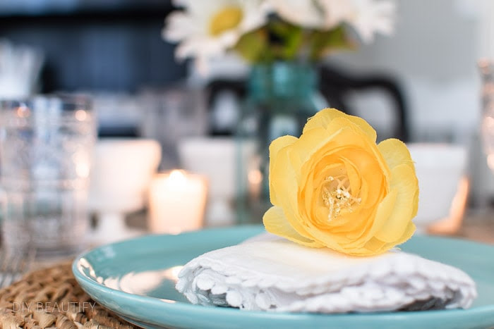 Tips to Decorate an Early Summer Tablescape