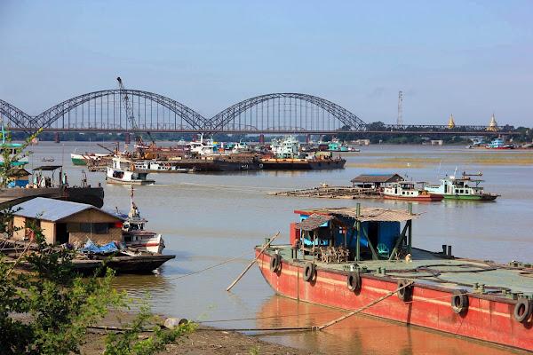 Puente de Ava visto desde Sagaing