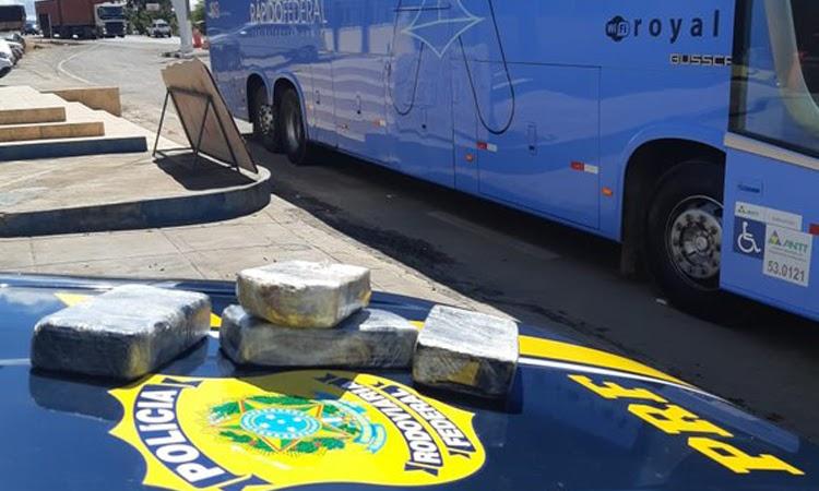 PRF prende passageiro de ônibus que transportava cocaína dentro de bagagem na Chapada Diamantina