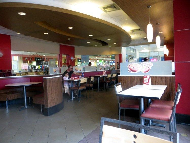 обеденный зал в KFC