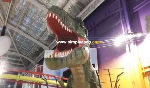 GODZILLA PARK : Ada wahana Dinosaurus juga loh. Suasananya cozy dan anak anak banyak yang suka atau takut dengan wahana ini, Godzila Park yang membuka  menutup mulutnya secara otomatis. Foto Asep Haryono