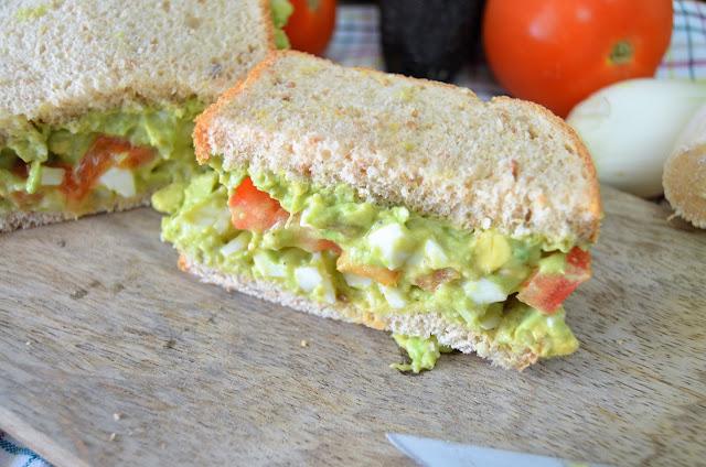 sándwich, sándwiches, sándwich saludable, sándwich de aguacate, sándwich de aguacate y huevo, sándwich vegetal, sándwich con huevo, las delicias de mayte,