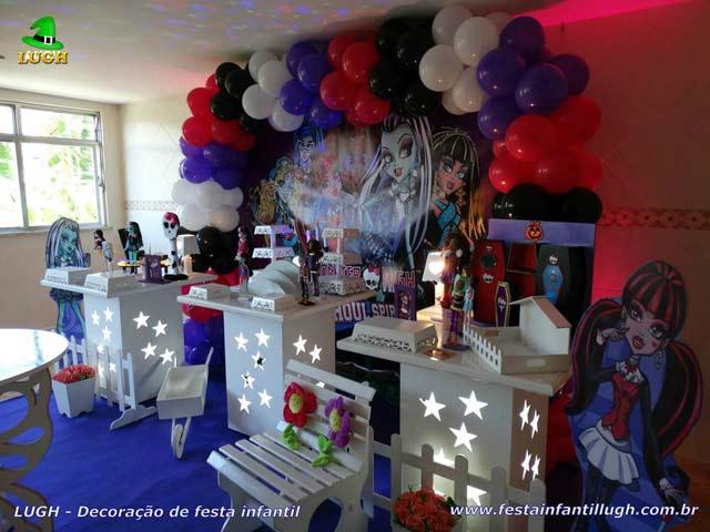 Mesa temática Monster High para festa de aniversário feminino