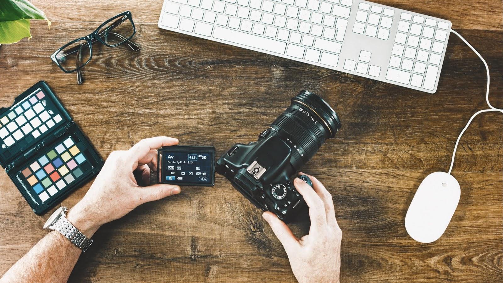 Berapa Lama Ngecas Baterai Kamera DSLR?