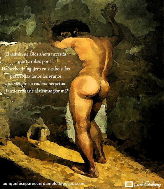 hombre desnudo apoyado sobre la pared de una celda