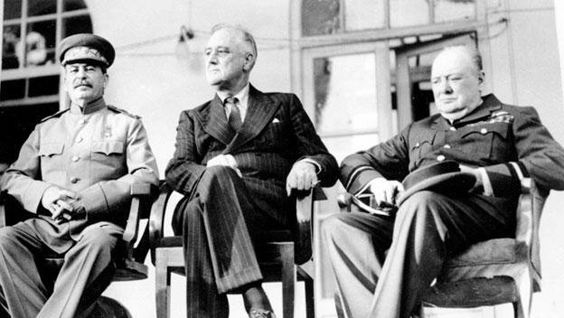 ABD Başkanı Franklin D. Roosevelt, İngiltere Başbakanı Winston Churchill ve Sovyet Başbakanı Joseph Stalin