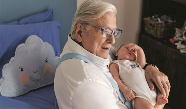 Απίστευτο: Δείτε τι κάνει ο Κώστας Βουτσάς για να διατηρεί το μυαλό του σε διαύγεια στα 85 του χρόνια!