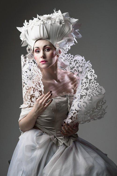 Asya Kozina e Dmitriy Kozin esculturas de papel perucas penteados arte barroco rococó