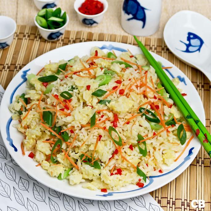 Recept: zo maak je zelf gebakken rijst met ei, bosui en wortel